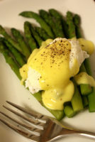 Asparagus and Poached Egg with Hollandaise Sauce