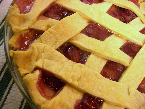 How to make a pie crust and grape pie