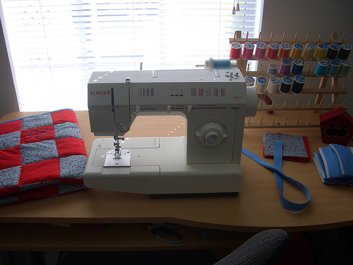sewing machine table fabric quilt thread