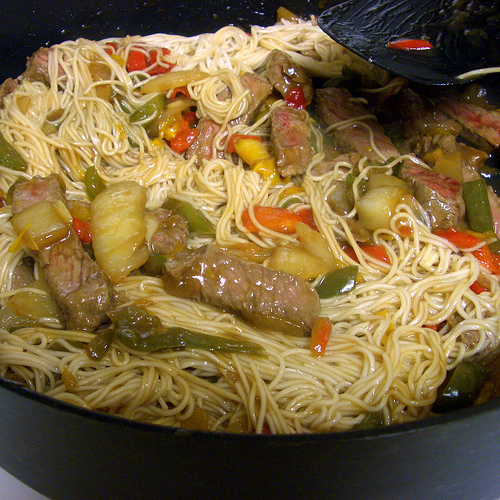 Asian noodles with beef and peppers
