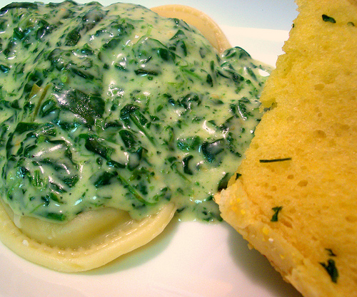 cheese ravioli with spinach alfredo and garlic bread