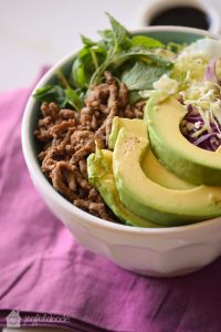 Need a quick, easily-customizable paleo dinner? This beef and cabbage paleo bowl recipe is the perfect thing to make for a quick weeknight dinner everyone in the family will love.